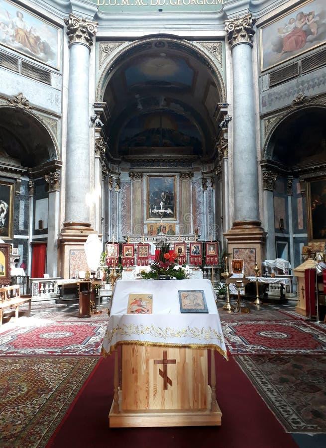 L'interno della chiesa ortodossa a Genova immagine stock