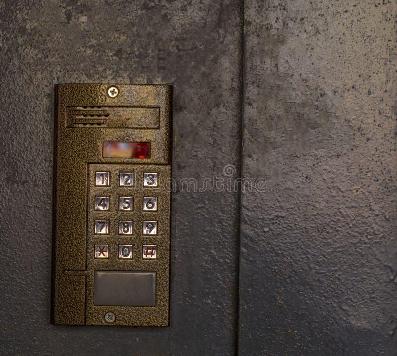 L'interphone sur l'entrée principale photos libres de droits