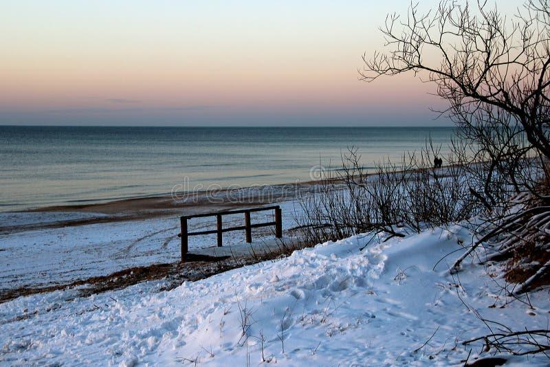 L'inverno è venuto al mare fotografia stock