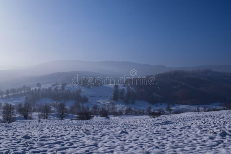 L'inverno è venuto in Bucovina fotografia stock