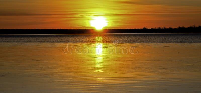 L'Inverno Sunrise Su Un Lago Calmo Colorado fotografia stock