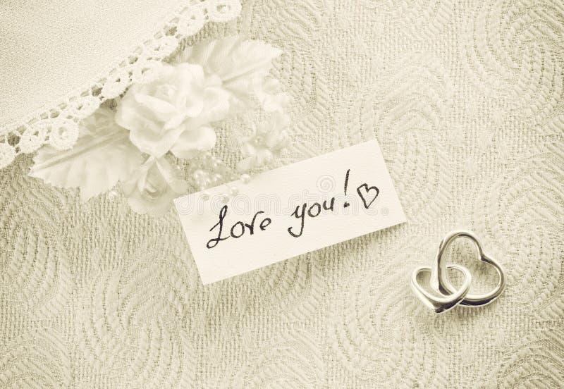 L'invitation de mariage, concept de Saint Valentin, sépia a modifié la tonalité la carte photographie stock libre de droits