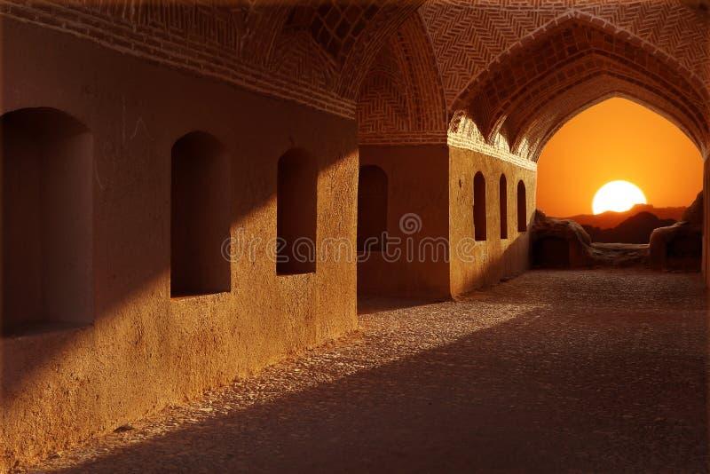 l'iran Voisinage Yazd Tours de silence Coucher du soleil sur le fond de l'architecture traditionnelle photos libres de droits
