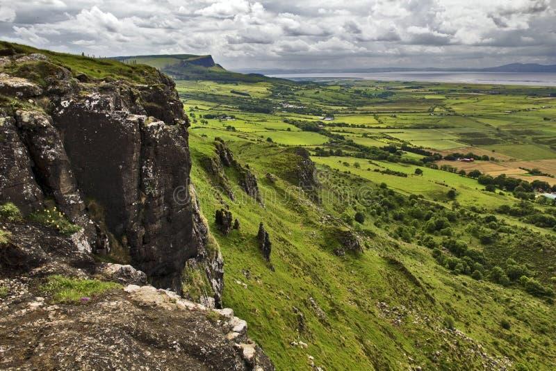 L'Irlanda del Nord attraverso il confine, nea di Binevenagh fotografie stock libere da diritti