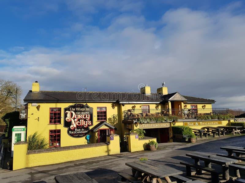 L'Irlande - 30 novembre 2017 : Belle vue du ` s de l'Irlande la plupart de château célèbre et de bar irlandais dans le comté Clar image libre de droits