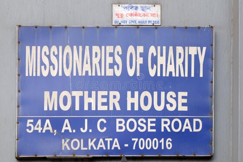 L'iscrizione all'entrata nella casa della madre dei missionari di carità in Calcutta immagini stock libere da diritti