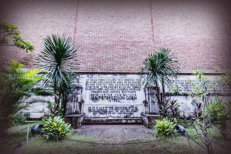 L'iscrizione descrive la lista del governatore attuale General di Batavia Jakarta, al museo del burattino Vecchia area di turismo immagine stock