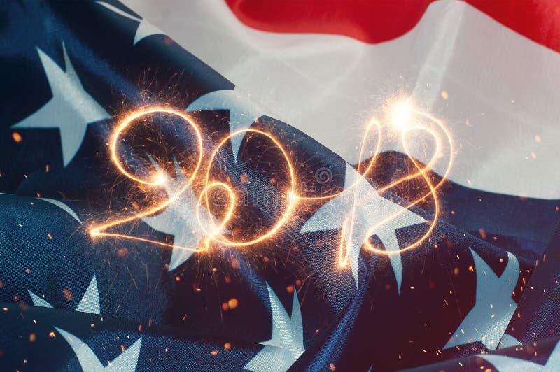 L'iscrizione 2018 nel contesto della bandiera americana, immagini stock
