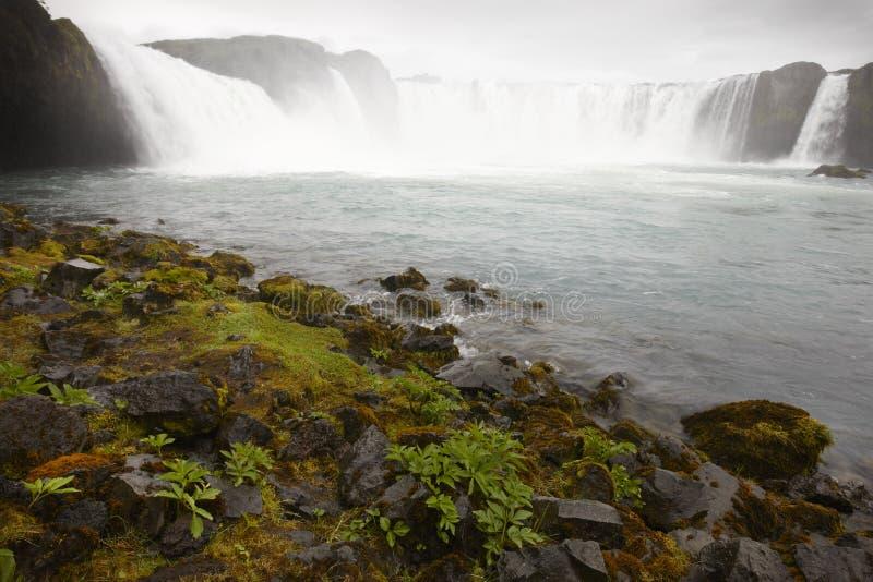 L'Islanda. Cascata di Godafoss. Campo di Bardardalur di lava. fotografie stock