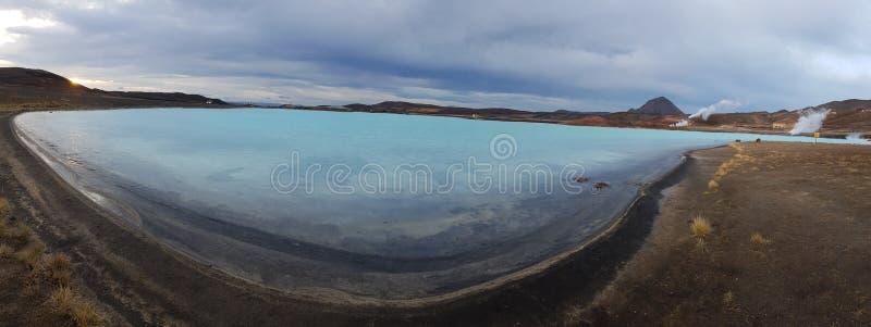 L'Islanda - lago minerale nella regione geotermica fotografia stock libera da diritti