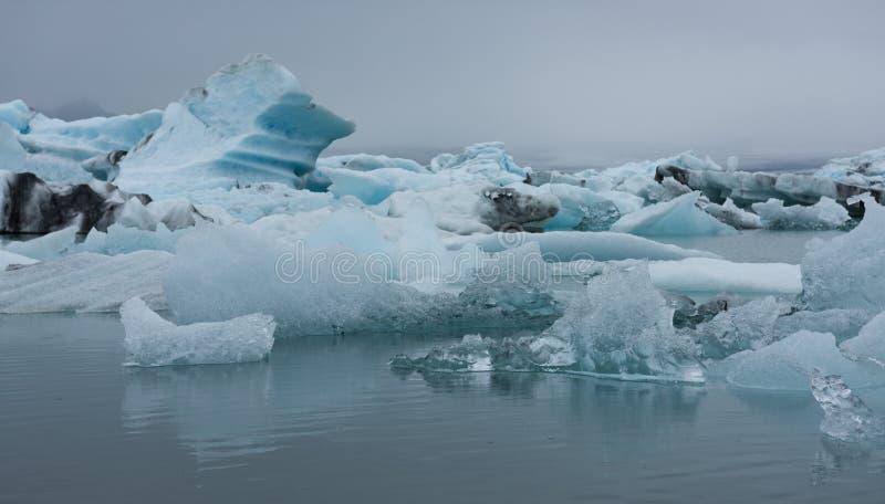 L'Islanda, laguna di Jokulsarlon, bella immagine fredda del paesaggio della laguna islandese del ghiacciaio immagine stock