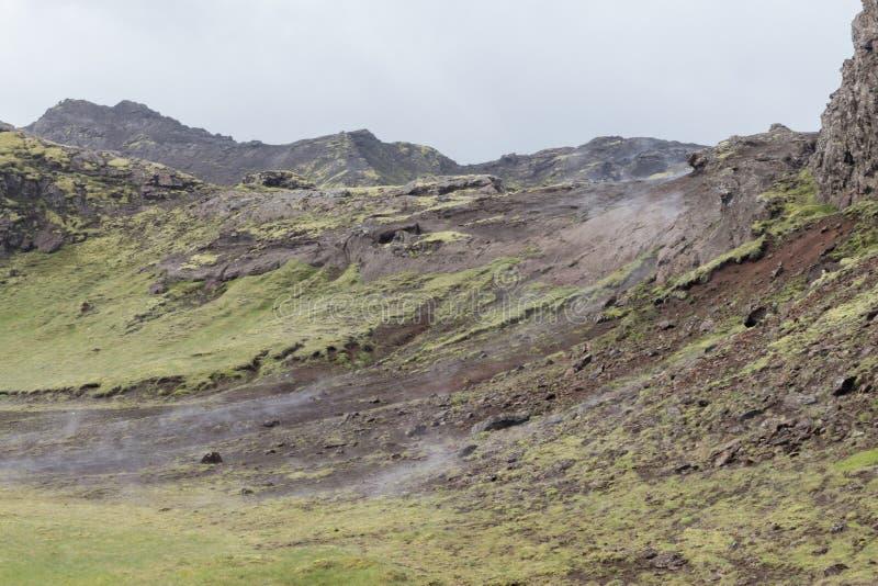 L'Islanda Misty Mountain Side fotografia stock libera da diritti