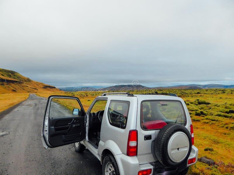 L'Islanda - parcheggio da un lato della strada fotografia stock