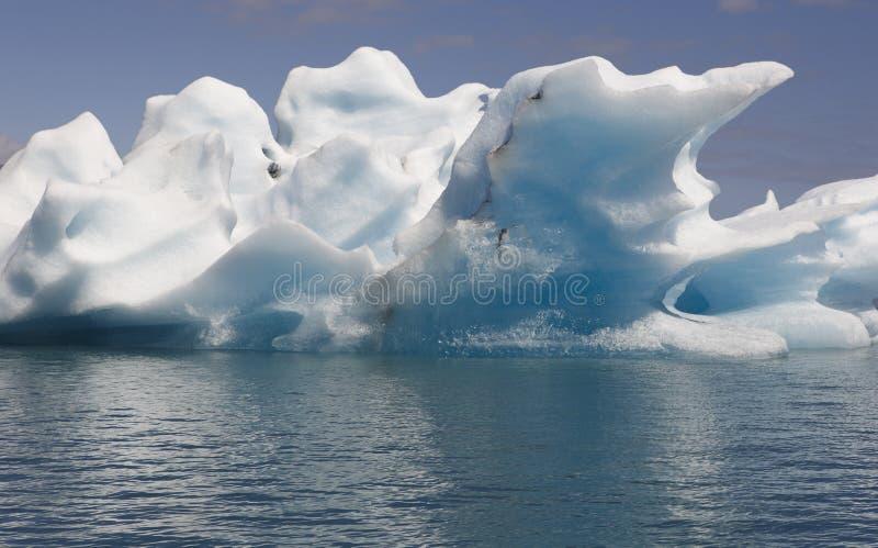 L'Islande. Secteur du sud-est. Jokulsarlon. Icebergs et lac. photo stock