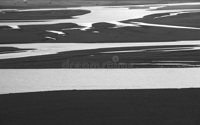 L'Islande. Secteur du sud-est. L'eau et sable des glaciers. image stock