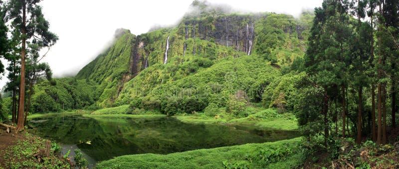 L'isola delle cascate - Flores - le Azzorre - il Portogallo fotografie stock libere da diritti