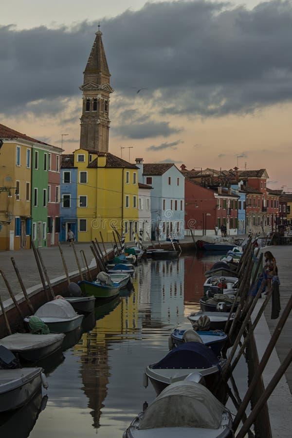 L'isola di Burano Venezia, la chiesa di San Martino, settembre 2016 fotografie stock libere da diritti