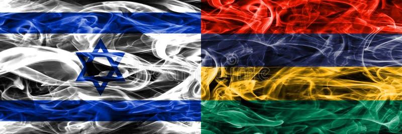 L'Israël contre des drapeaux de fumée des Îles Maurice placés côte à côte Israélien et illustration libre de droits