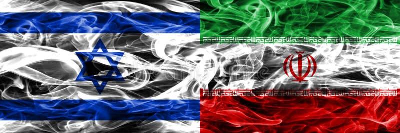 L'Israël contre des drapeaux de fumée de l'Iran placés côte à côte Israélien et l'Iran illustration libre de droits