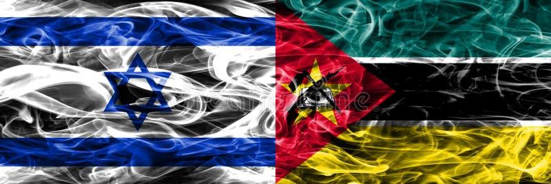 L'Israël contre des drapeaux de fumée de la Mozambique placés côte à côte Israélien illustration libre de droits