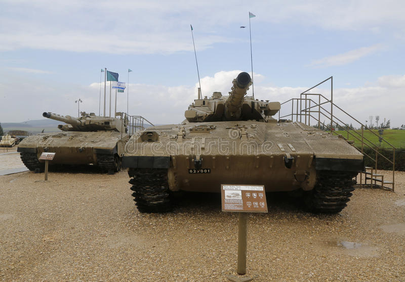 L'Israël a fait la marque de Merkava de chars de bataille III (l) et la marque II (r) sur l'affichage au musée blindé de corps de images stock