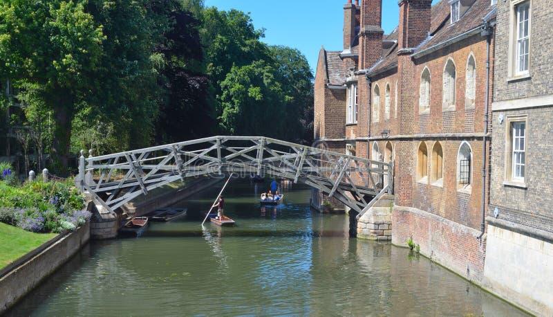 L'istituto universitario matematico Cambridge del Queens e del ponte fotografia stock libera da diritti