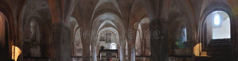 L'Italia, cripta di panorama romanico della chiesa immagini stock libere da diritti