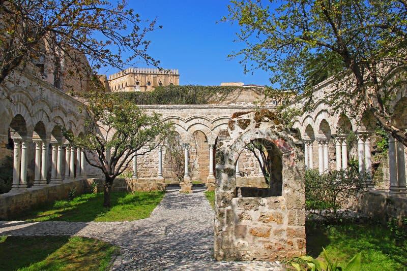 L'Italia Isola della Sicilia Città di Palermo Il cortile del monastero immagine stock
