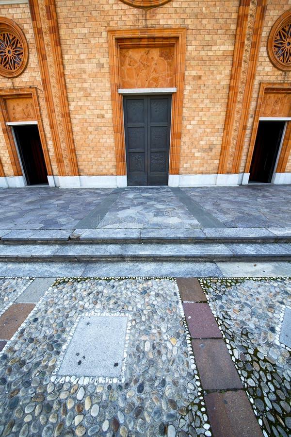 L'Italia Lombardia nel rimorchio chiuso della vecchia chiesa del vergiate fotografia stock libera da diritti