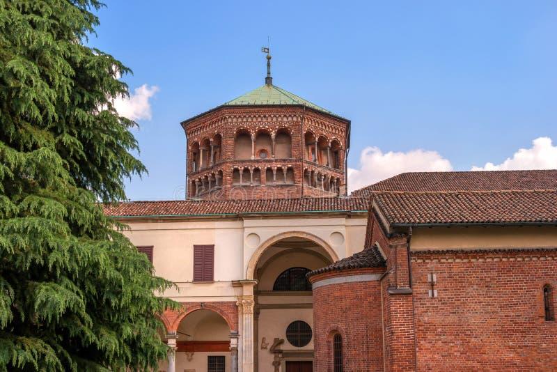 L'Italia, Milano Basilica di Sant Ambrogio Nella chiesa di Sant Ambrogio ci sono reliquie di St Ambrose di Milano e fotografia stock