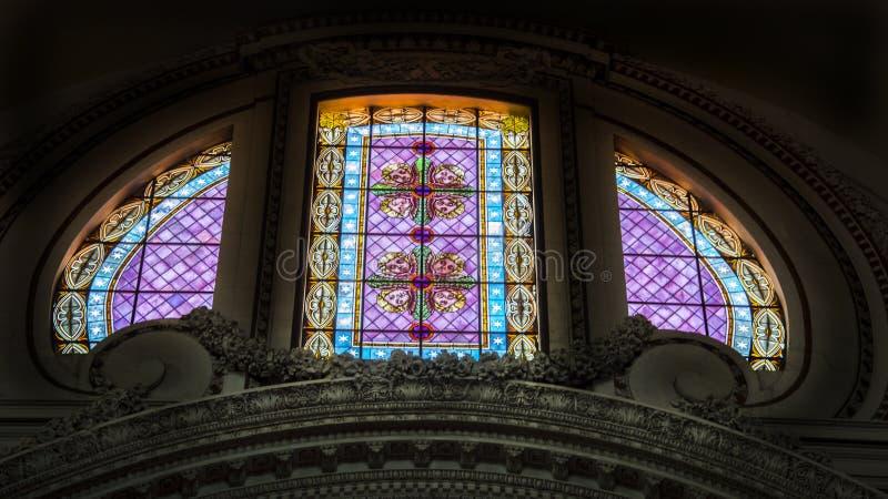 L'Italia, Roma, la basilica di St Peter, finestra di vetro macchiato immagini stock