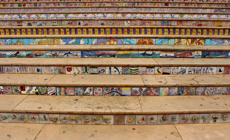 L'Italia, Sicilia: Scale decorate a Mazara del Vallo fotografia stock