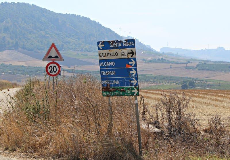 L'Italia, Sicilia: Segnali della strada immagine stock libera da diritti