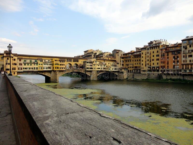 L'Italia, Toscana: Vecchio ponte a Firenze, sul fiume di Arno fotografie stock libere da diritti