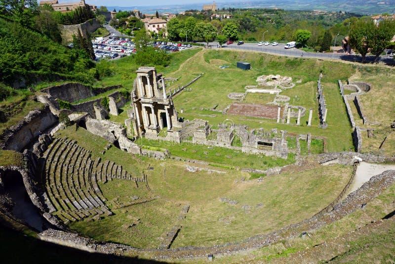 L'Italia, Toscana, Volterra, aprile 2017, vista del teatro romano immagine stock libera da diritti