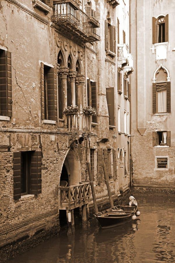 L'Italia Venezia Canale romantico Nella seppia tonificata Retro stile fotografia stock