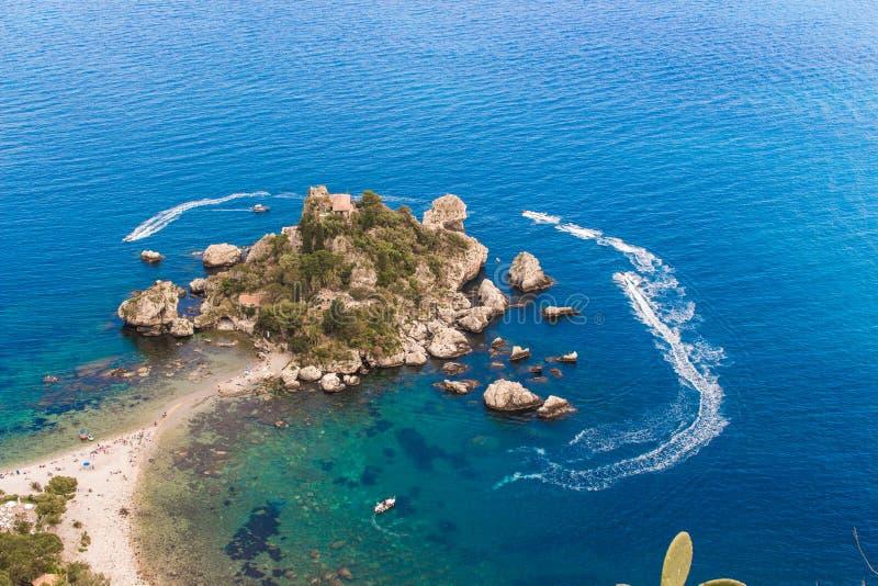 L'Italia: Vista aerea dell'isola e di Isola Bella immagine stock