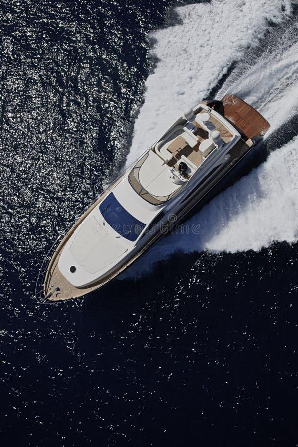 l'Italie, île de Panaresa, yacht de luxe photographie stock libre de droits