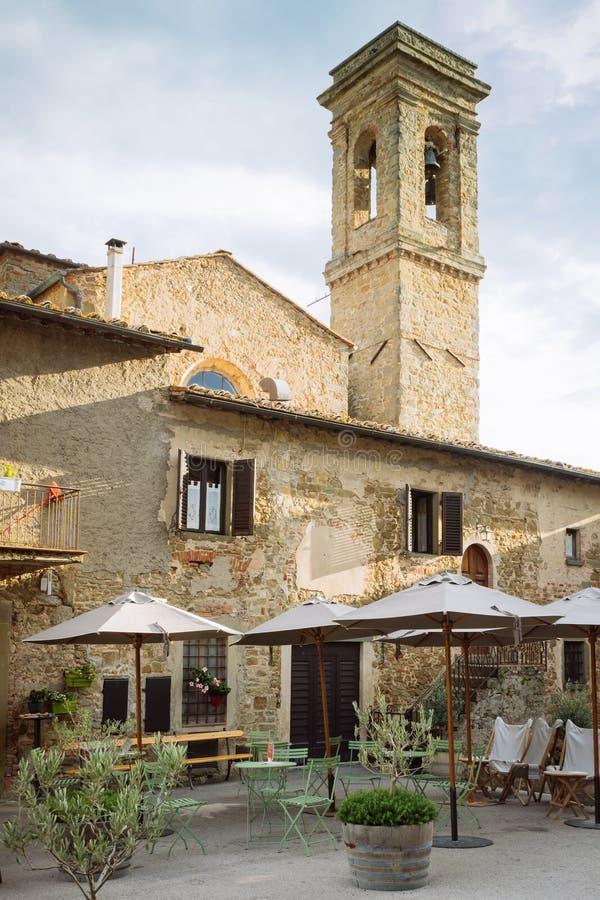 L'Italie, date de Volpaia le 20 septembre 2018 : Vue au centre de Volpaia, village médiéval dans la région Toscane, Italie de chi images stock