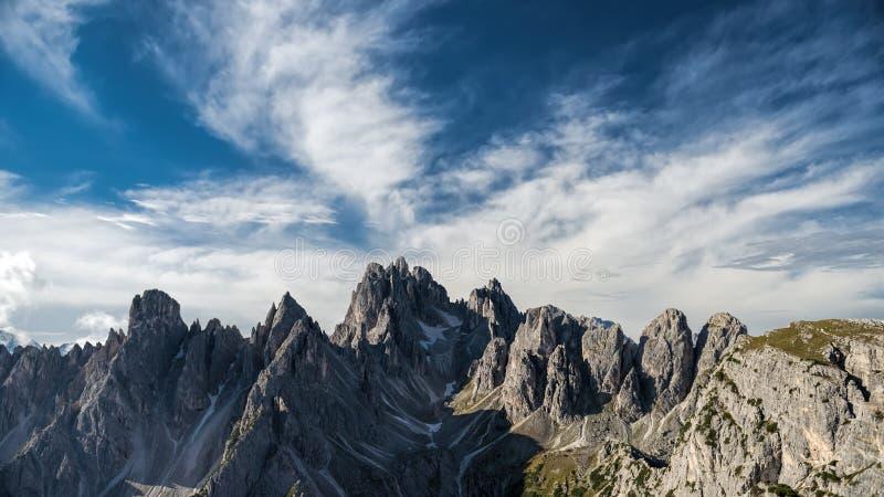 L'Italie, dolomites - un paysage merveilleux, les roches stériles photos libres de droits