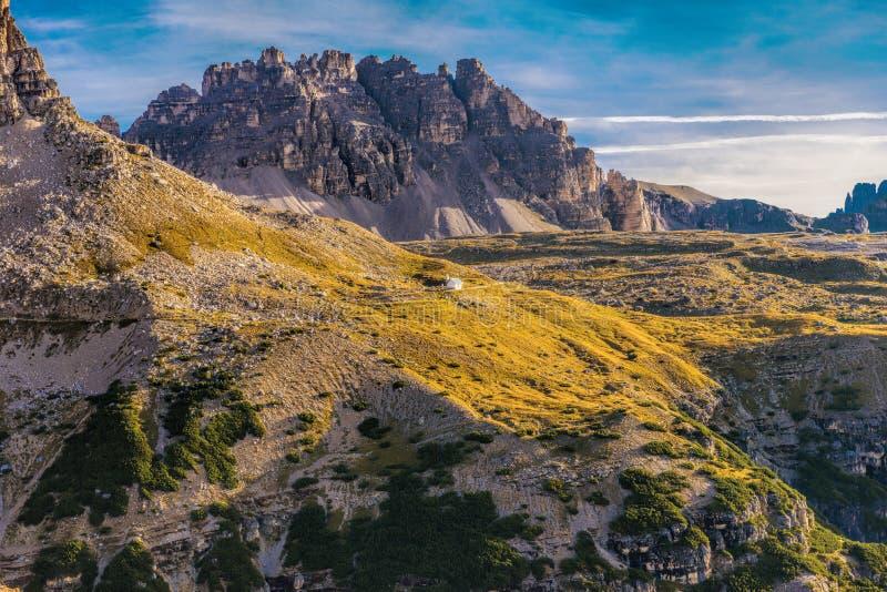 L'Italie, dolomites - un paysage merveilleux, les roches stériles photographie stock libre de droits