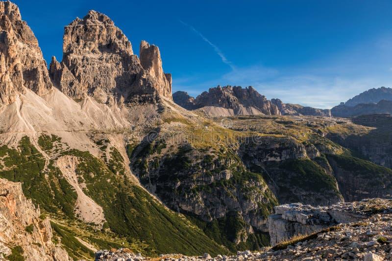 L'Italie, dolomites - un paysage merveilleux, les roches stériles images stock