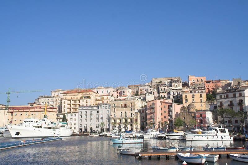 l'Italie - gaeta - ville et port historiques photos stock