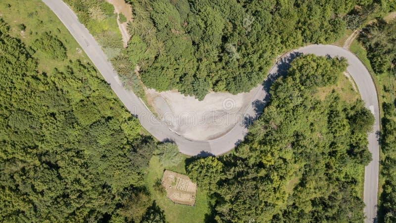 l'Italie Itinéraire au passage de montagne de Mandrioli Vue verticale de courbure comme un s images stock
