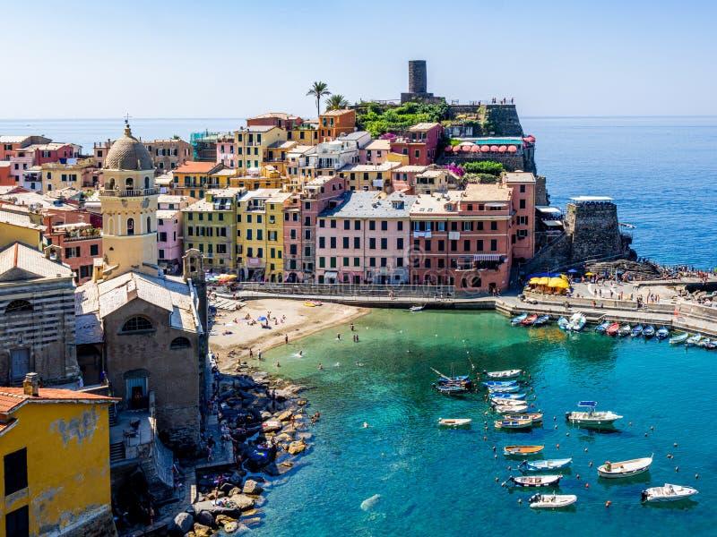l'Italie La Ligurie Vue colorée au village de Vernazza photos libres de droits