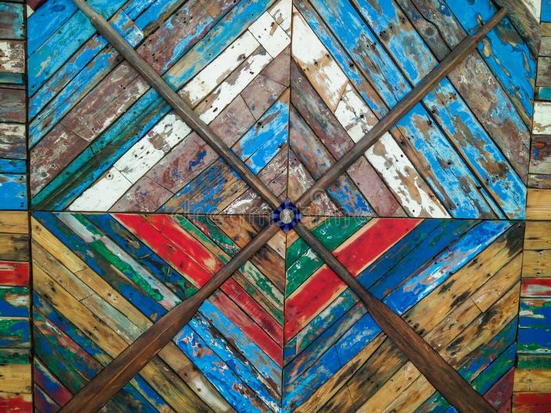 l'Italie M?tier et art Di Puglia, panneau de Gozzi de mur décoratif exhibé dans la région de départs de l'aéroport de Bari d?tail photos stock
