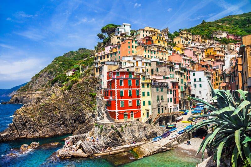 L'Italie - Riomaggiore coloré dans le terre de Cinque photo libre de droits