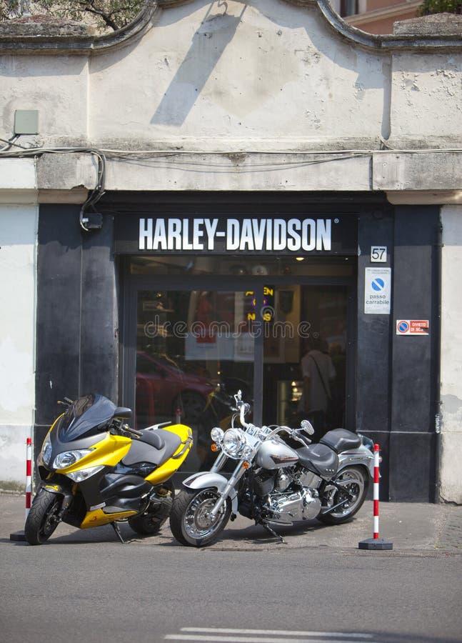 L'ITALIE, ROME 26 MAI 2011 : Harley Davidson Motorcycle Shop à Rome images stock