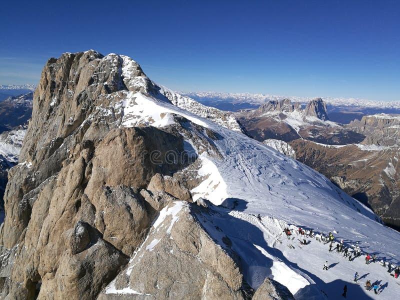 L'Italie, Trentino, dolomites, sur le glacier de Marmolada, panorama images libres de droits