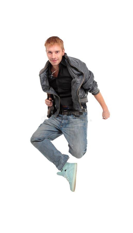 L'jeune homme sautant sur le blanc image stock
